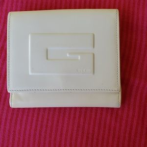 GUCCI BEAUTIFUL WALLET ,I ACCEPT GOOD OFFERS